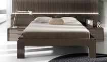 Standardbett / doppelt / modern / lackiertes Holz