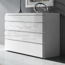 Moderne Kommode / lackiertes Holz / weiß