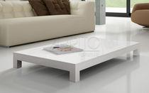 Couchtisch / modern / lackiertes Holz / für Außenbereich
