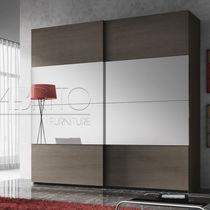 Moderner Kleiderschrank / Holz / Schiebetüren / Spiegel