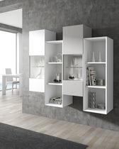 Wandmontiertes Regal / modern / Holz / lackiertes Holz