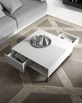 Moderne Couchtisch / lackiertes Holz / quadratisch / für Innenbereich