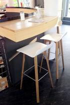 Moderner Barhocker / Massivholz / aus Sperrholz / Stahl