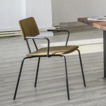 Moderner Besucherstuhl / Polster / mit Armlehnen / geformtes Sperrholz