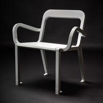Moderner Stuhl / mit Armlehnen / Holz / Stahl