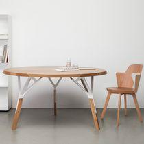 Moderne Tisch / aus Eiche / Nussbaum / lackiertes Holz