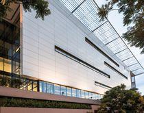 Keramikfassadenverkleidung / glatt / für hinterlüftete Fassade