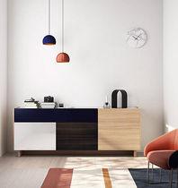 Modernes Sideboard / lackiertes Holz / aus Eiche / lackiertes Glas