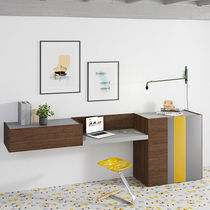 Nussbaum Schreibtisch / Glas / modern / integrierter Stauraum