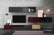 Moderne Wohnwand / aus Eiche / hochglanzlackiertes Holz