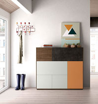 Hohes Sideboard / modern / lackiertes Holz / Nussbaum
