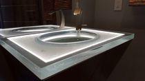 Glas-Waschtischplatte / für gewerbliche Einrichtungen / kundenspezifisch / mit Hintergrundbeleuchtung