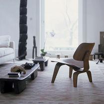 Moderner Kaminsessel / aus Sperrholz / von Charles & Ray Eames