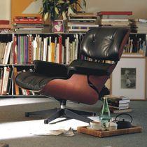 Moderner Sessel / Leder / geformtes Sperrholz / Kopfstütze