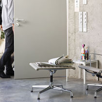 Moderner Fußschemel / Aluminium / Leder / Textil