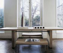 Moderner Esstisch / aus Eiche / Massivholz / rechteckig