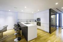 Moderne Küche / aus Wenge / aus Corian® / U-Rohr