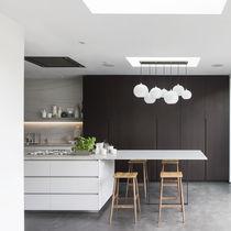 Moderne Küche / Holz / Stein / Kochinsel