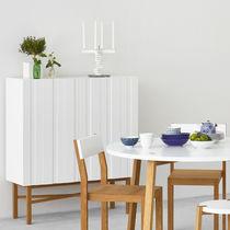 Hohes Sideboard / modern / aus Eiche / lackiertes MDF