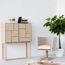Hochbeinig-Sideboard / modern / aus Eiche / aus MDF