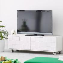 Modernes Fernsehmöbel / mit Rollen / aus Eiche / gestrichenes Holz