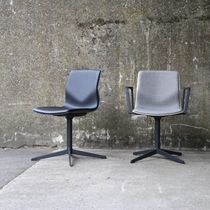 Moderner Besucherstuhl / Polster / mit Armlehnen / aus Polypropylen