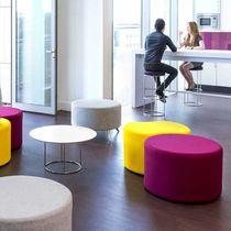 Moderner Sitzpuff / Stoff / rund / für öffentliche Einrichtungen