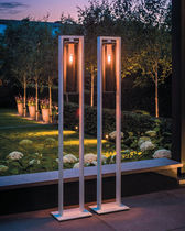 Lampe mit Fußgestell / modern / aus Aluminium / Glas
