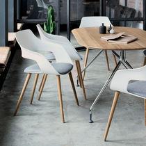 Moderner Besucherstuhl / mit Armlehnen / Polster / sternförmiger Fuß