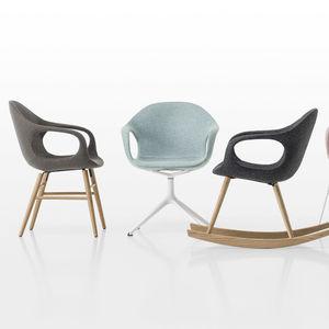 Stuhl / Skandinavisches Design / Polster / Mit Armlehnen / Kufen