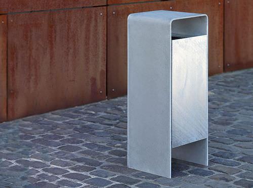 Park-Abfallbehälter / verzinkter Stahl / mit integriertem Aschenbecher / modern