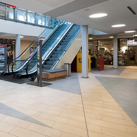 Innenraum-Fliesen / für Fußböden / Keramik / uni