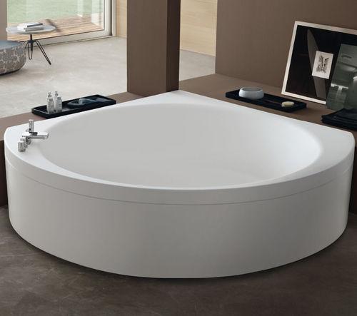 freistehende Badewanne / aus Acryl / Wassermassage