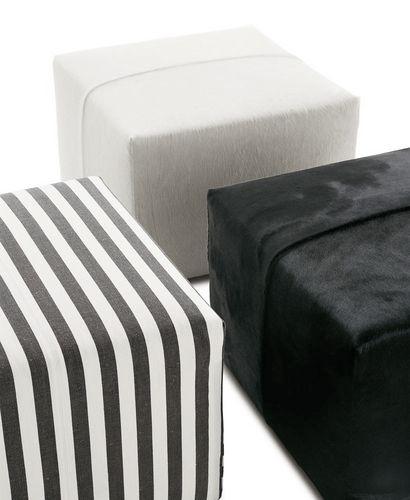 moderner Sitzpuff / Stoff / Leder / von Antonio Citterio
