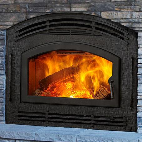 Holzkamin / traditionell / geschlossene Feuerstelle / Einbau