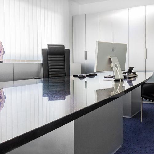 Schreibtisch / lackiertes Holz / aus Marmor / aus Granit / modern