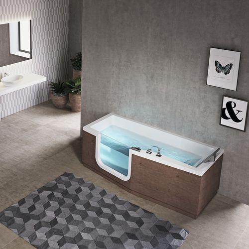 freistehende Badewanne / Holz / aus Acryl / Wassermassage