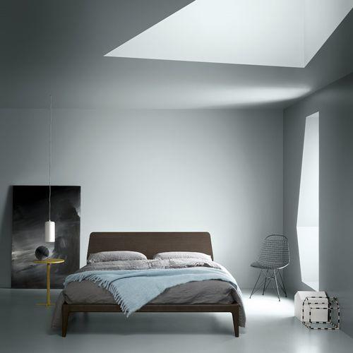 Doppelbett / modern / Kopfteil / lackiertes Holz