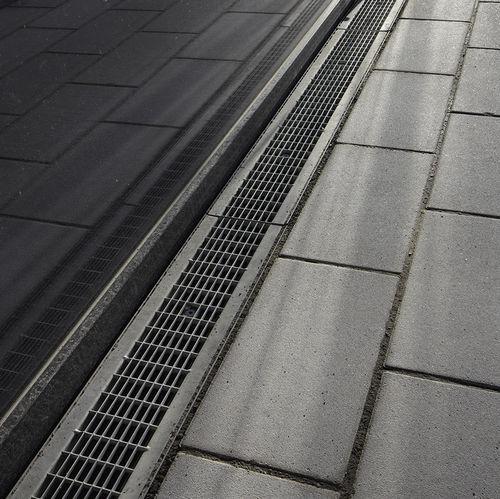 Abflussrinne für öffentliche Bereiche / Polypropylen / Gitter