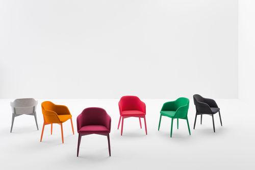 moderner Stuhl / Polster / mit Armlehnen / lackiertes Holz