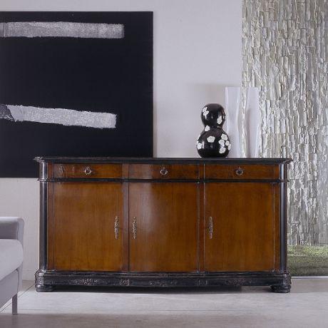 klassisches Sideboard / aus Nussbaum