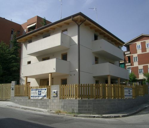 Fertigbau-Gebäude / für den Wohnungsbau / Massivholz / aus Holz