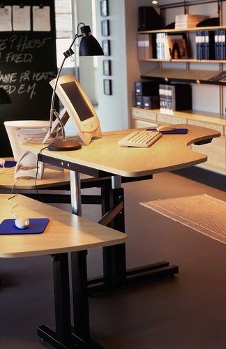 Multimedia-Schreibtisch / Aluminium / modern / Objektmöbel