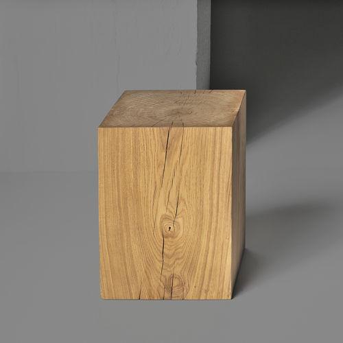 Hocker / skandinavisches Design / aus Eiche / Massivholz / geöltes Holz