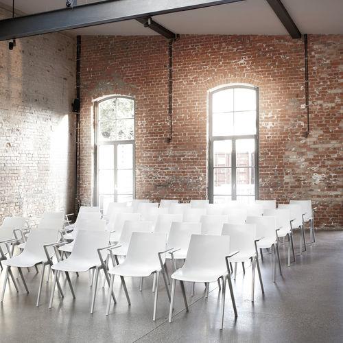 Konferenzstuhl mit Armlehnen / Stapel / Kunststoff