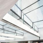 festinstallierte Trennwand / verglast / für gewerbliche Einrichtungen / lichtdurchlässig