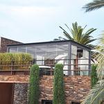selbsttragende Pergola / angebaut / lackiertes Aluminium / Glas