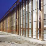 Platten-Vorhangfassade / aus Glas / transparent