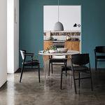 Stuhl / Skandinavisches Design / mit Armlehnen / aus Eiche / Esszimmer
