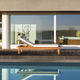 moderne Sonnenliege / Holz / abperlendes Gewebe / für Wellnesscenter